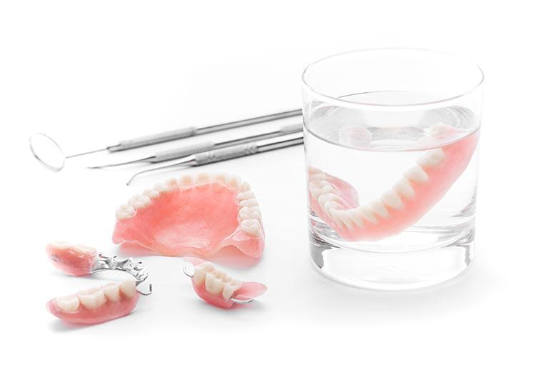 高齢の方の歯の悩み